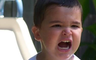 Dlaczego dzieci biją rodziców? Skąd bierze się agresja u maluchów?