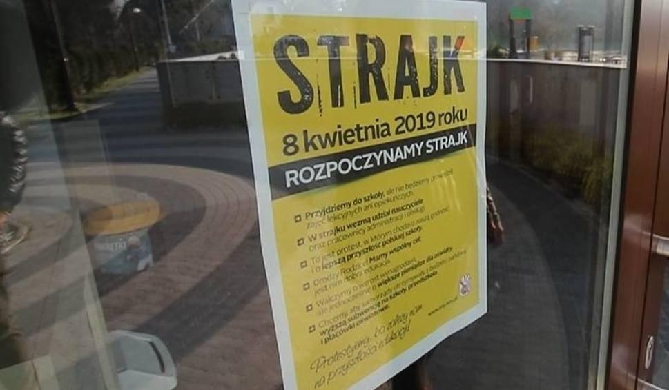 Film do artykułu: Strajk nauczycieli 2019 - dzień 16. Zobacz jak wygląda sytuacja w powiecie włoszczowskim (RAPORT)