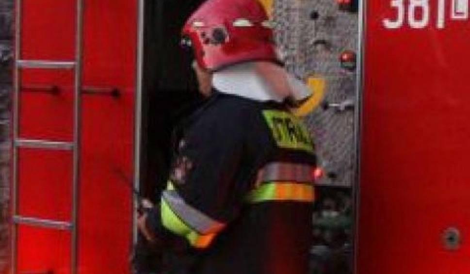 Film do artykułu: Pożar domu w Kierzu Niedźwiedzim. Mężczyzna zginął
