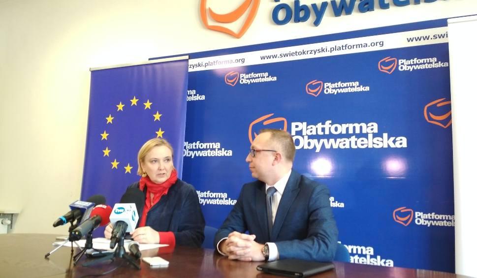 Film do artykułu: Europoseł Róża Thun z Platformy Obywatelskiej wznawia swojego dyżury w województwie świętokrzyskim. W biurze Michał Braun