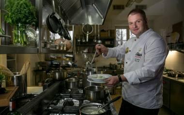 Janusz Fic, szef kuchni w Dworze Sieraków podpowiada, jakie dania można przygotować z gęsi.