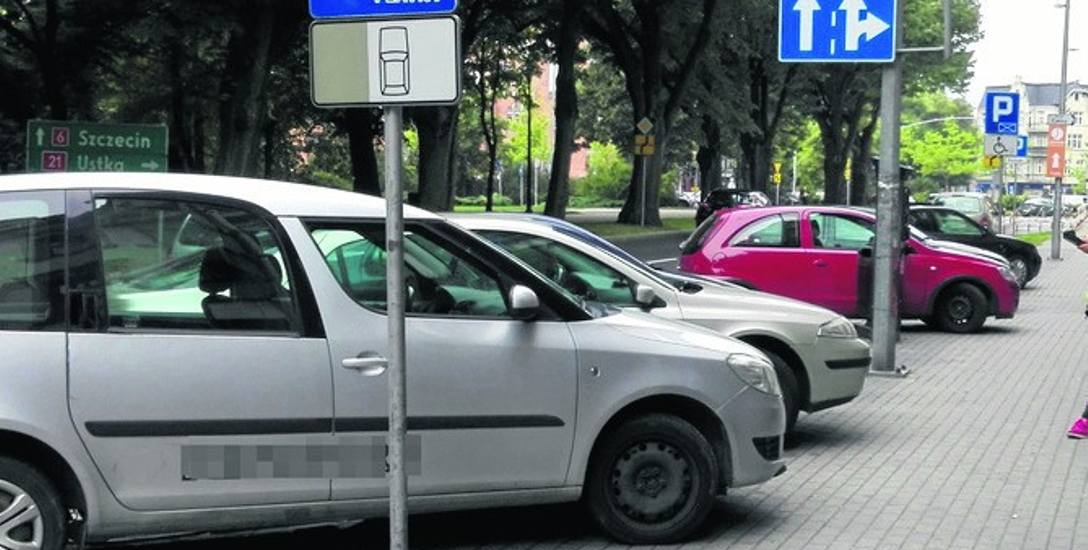 Parkowanie skośne przy ul. Jagiełły jest niezgodne z przepisami