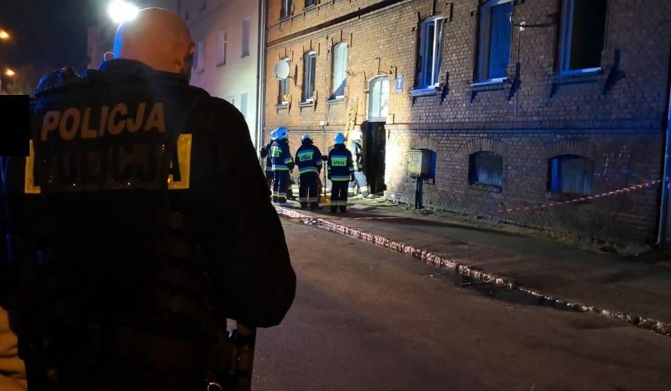Film do artykułu: Pożar kamienicy przy ulicy Pileckiego w Lęborku. 01.10.2018. 16 osób ewakuowanych. 2 dzieci z ciężkimi poparzeniami w szpitalu