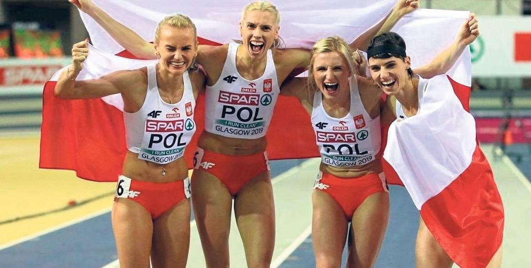 Złota sztafeta. Od lewej: J. Święty-Ersetic, I. Baumgart-Witan, M. Hołub-Kowalik i A. Kiełbasińska