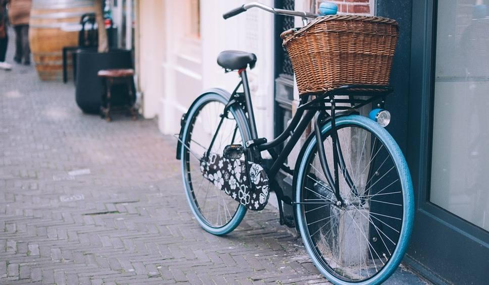 Film do artykułu: Nowe stojaki dla rowerów i stacje naprawy