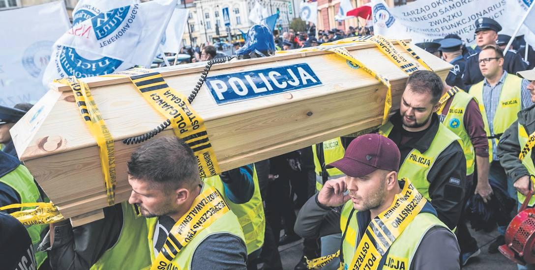 Dzielnicowy na zwolnieniu: - W tej chwili umiera policja!