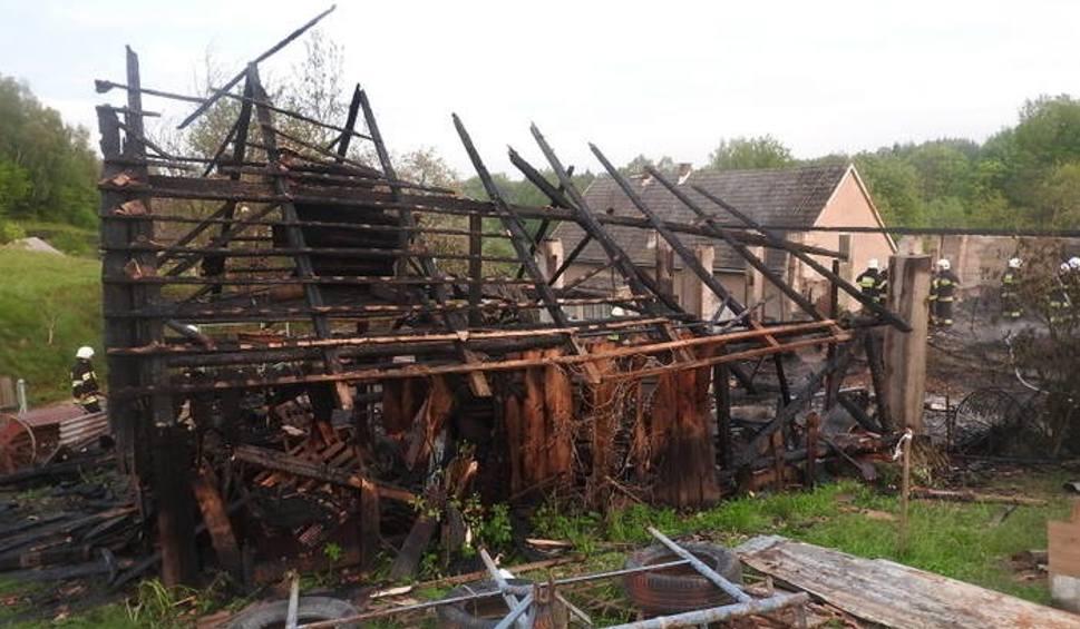 Film do artykułu: Chocznia. Od podpalonej trawy spłonęła cała stodoła?