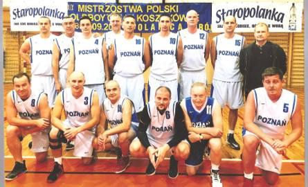 Złoci medaliści MP oldboyów w koszykówce. Stoją od lewej: Piotr Janowicz, Tomasz Szafrański, Michał Kaczmarek, Jarosław Marcinkowski, Maciej Friedrich,