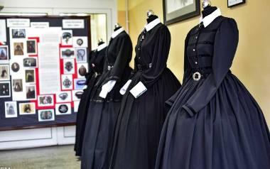 Suknie uszyły uczennice szkoły pod kierunkiem prof. Klaudii Augustyniak, organizatorki wystawy.