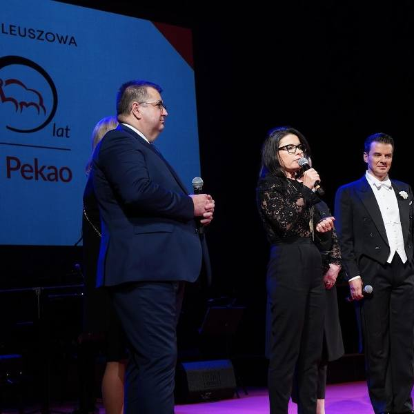 Uroczyste obchody rocznicy powstania Banku Pekao odbyły się w poniedziałkowy wieczór (16.09) w Teatrze Dramatycznym w Białymstoku. Wzięli w nich udział