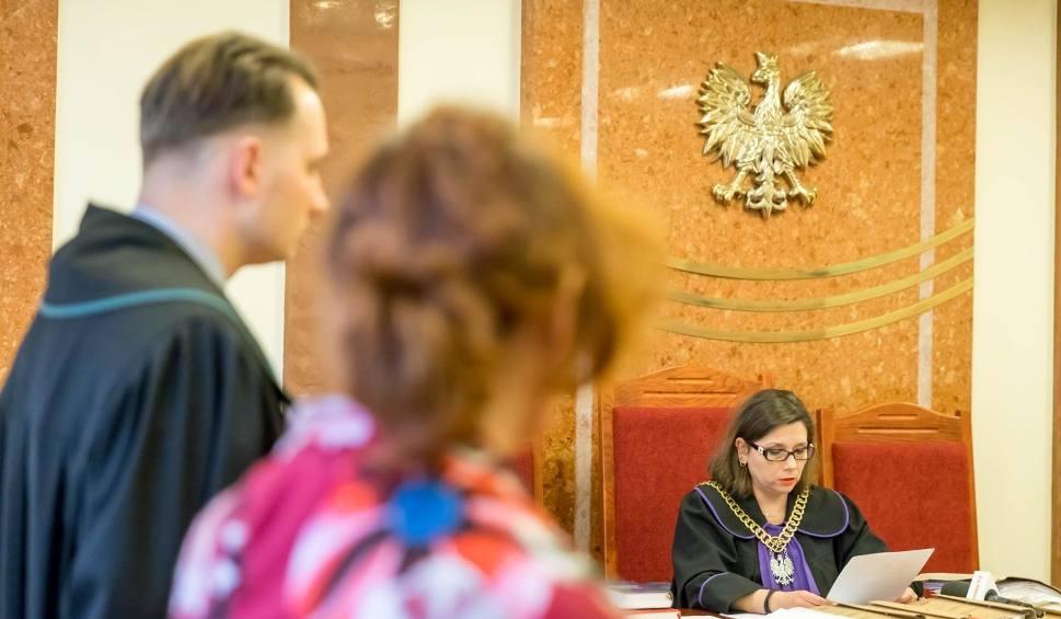 Film do artykułu: Agresywny kanclerz Wyższej Szkoły Medycznej w Białymstoku skazany. Kara grzywny za groźby i zniszczony telefon