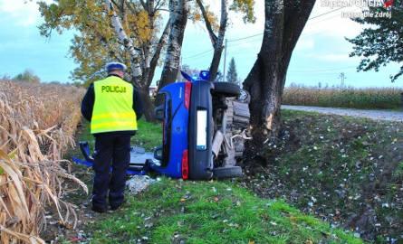 Wypadki w Jastrzębiu: wylądował seicento na drzewie