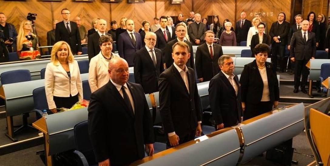 Prawo i Sprawiedliwość postawiło się w roli opozycji. Będą prześwietlali Piotra Krzystka