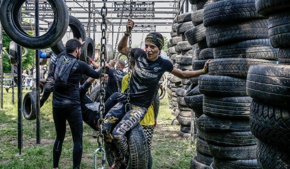 Film do artykułu: Runmageddon 8-9.06.2019 w Parku Kolibki w Gdyni. W ekstremalnym biegu w formule Rekrut wzięło udział setki uczestników [zdjęcia]