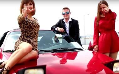 """""""Nie śledziliśmy specjalnie teledysków disco polo, by nagrać nasz klip"""" - mówi aktorka Gabriela Jaskuła (po lewej stronie)"""