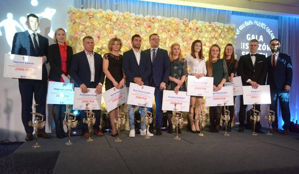 Film do artykułu: Urząd Miejski w Radomiu wyróżnił sportowców oraz trenerów za wyniki osiągnięte w 2018 roku