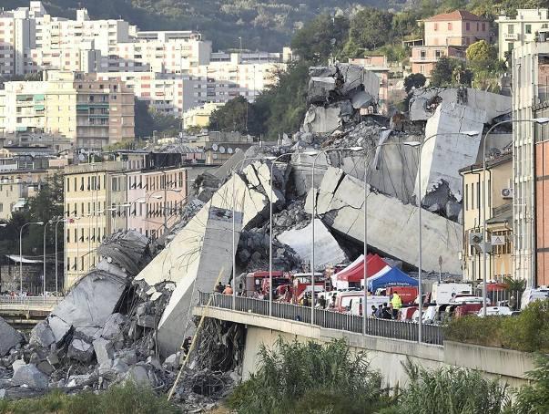 Zawalony wiadukt pod Genuą