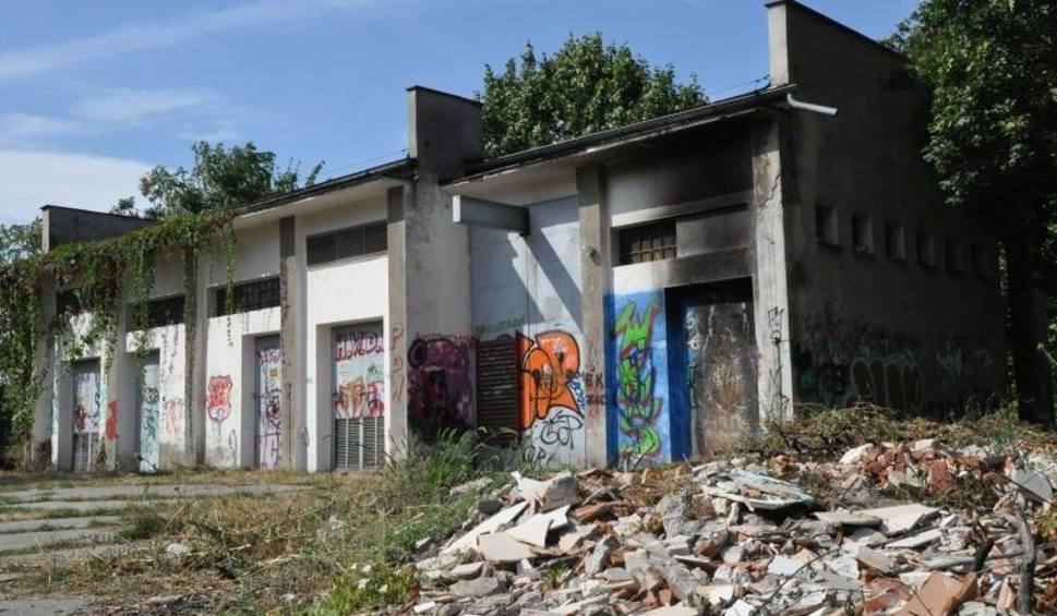 Film do artykułu: Wandale podpalają obiekty szpitala w Kluczborku