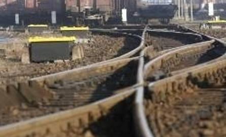 Pociąg towarowy obciał mężczyźnie lewą dłoń w Zawierciu
