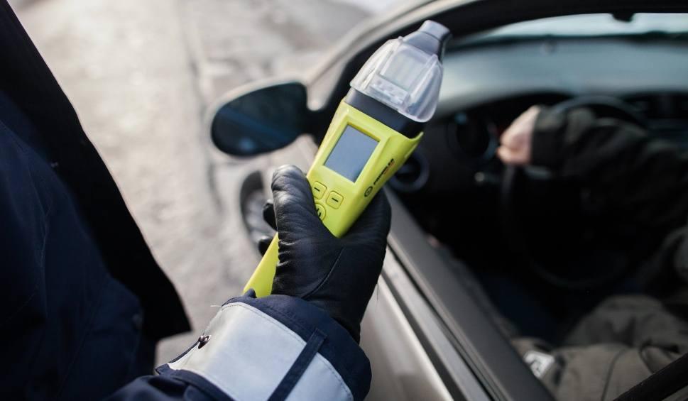 Film do artykułu: Ile godzin po wypiciu alkoholu można wsiąść za kierownicę? Ile trawi się alkohol? Ile trwa metabolizm alkoholu? Alkotest, wirtualne alkomaty