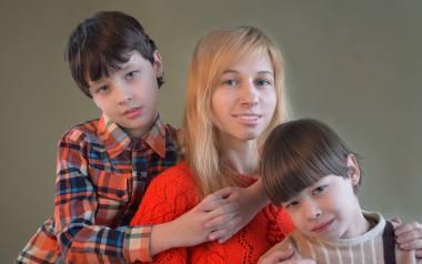 Prof. Ewa Jarosz radzi: jak zadbać o potrzeby małego dziecka, gdy pracujemy zdalnie. 8 praktycznych rad dla rodziców.Zobacz kolejne zdjęcia. Przesuwaj