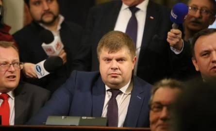 Sesja Sejmiku Śląskiego w Katowicach: Wojciech Kałuża zmienił barwy klubowe z Nowoczesnej na PiS.Sensacja wisiała w powietrzu. W środę rano okazało się,