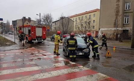 Dwa samochody osobowe zderzyły się u zbiegu ul. Organizacji WiN i ul. Franciszkańskiej.