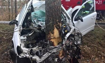 Tragiczny wypadek w Bożenkowie. Nie żyje kierowca.