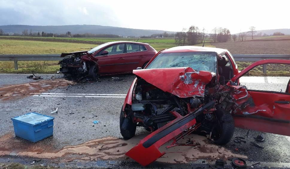 Film do artykułu: Wypadek w Wałsnowie w powiecie ostrowieckim. Jeden z kierowców nie żyje