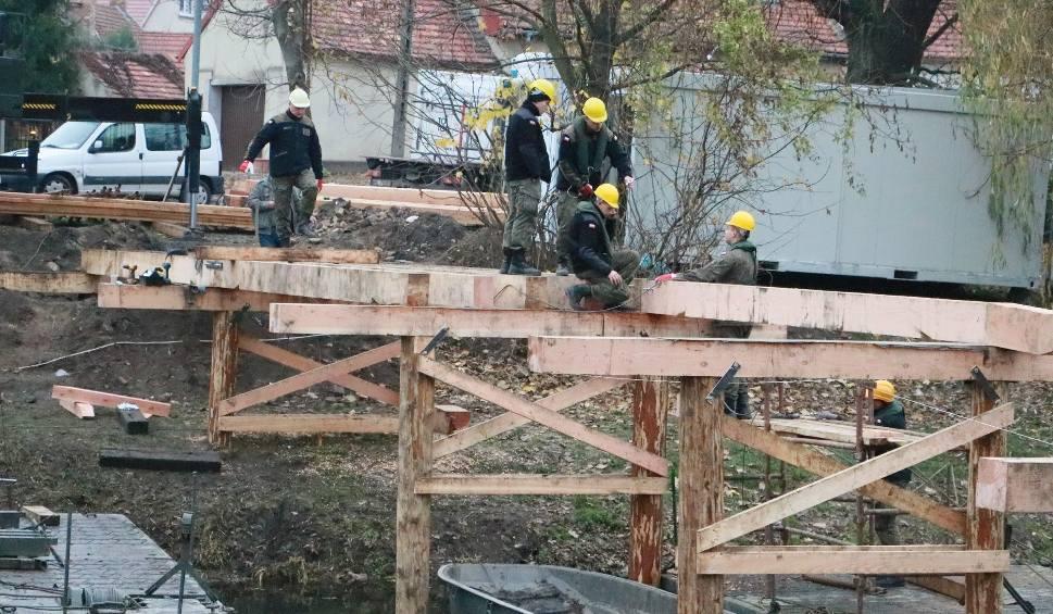 Film do artykułu: Wojskowi saperzy budują most w ekspresowym tempie [WIDEO, ZDJĘCIA]