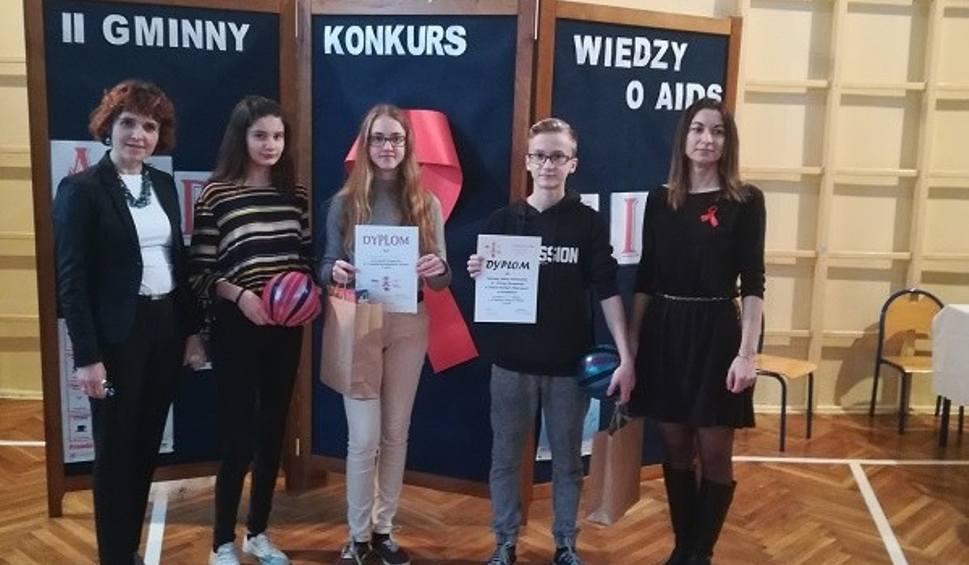 Film do artykułu: Ile młodzież z gminy Staszów wie o AIDS? Swoją wiedzą pochwalili się w gminnym konkursie [WYNIKI KONKURSU]