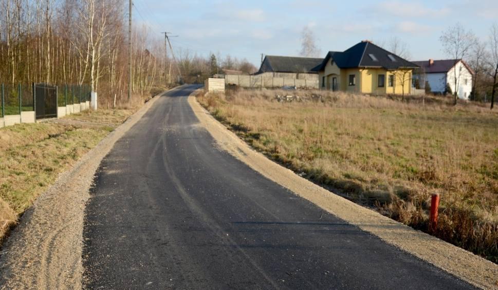 Film do artykułu: W gminie Daleszyce przebudowano kolejne drogi. Nowiutki asfalt w Dankowie i Kranowie
