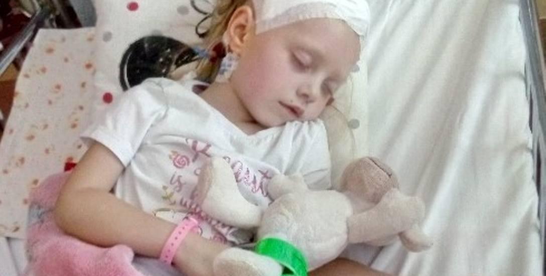 Emilkę czeka operacja w Austrii. Udało się zebrać na nią ponad 300 tys. zł. Całe leczenie dziewczynki będzie jednak dużo droższe