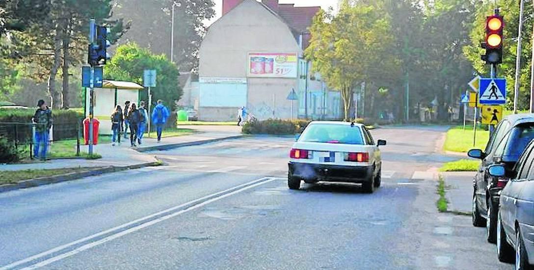 Tak wygląda ulica Koszalińska na wysokości Zespołu Szkół Technicznych - nawierzchnia od dawna wymagała remontu