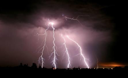 Uwaga! Ostrzeżenie przed burzami w regionie. Możliwy grad