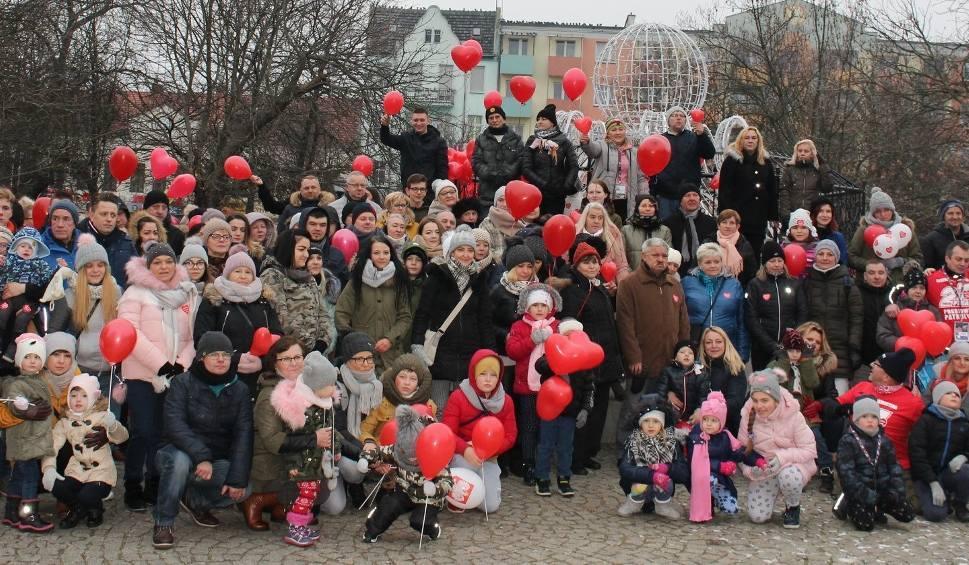Film do artykułu: Słubiczanie murem za Owsiakiem!. Wspólne zdjęcie wysłano Jurkowi Owsiakowi