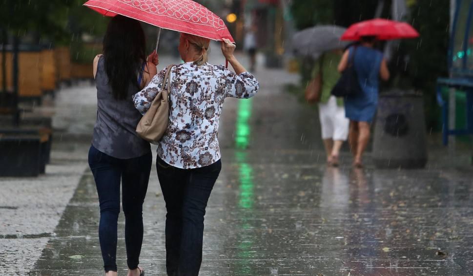 Film do artykułu: Pogoda na wtorek. Weźcie z domu parasol!