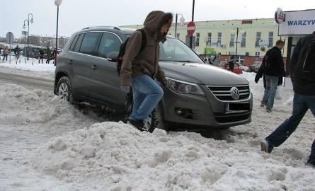 Mistrz parkowania w centrum Ostrołęki! (zdjęcia)