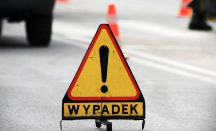 Wypadek na A1. Osobówka uderzyła w bariery. Troje dzieci przewiezionych do szpitala