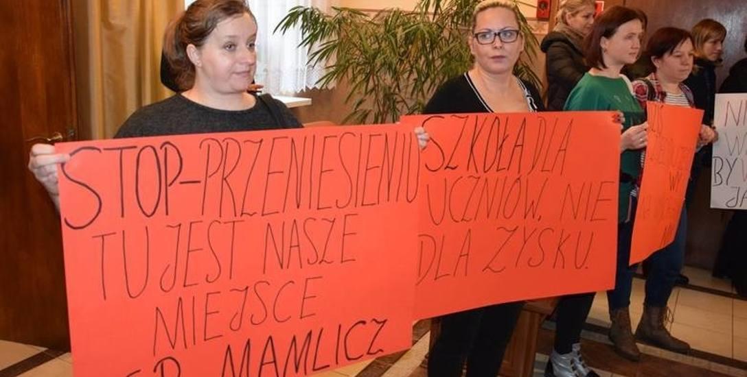 Przeciwko przekształceniu SP w Mamliczu protestowali rodzice. Wygrali, zmian nie będzie