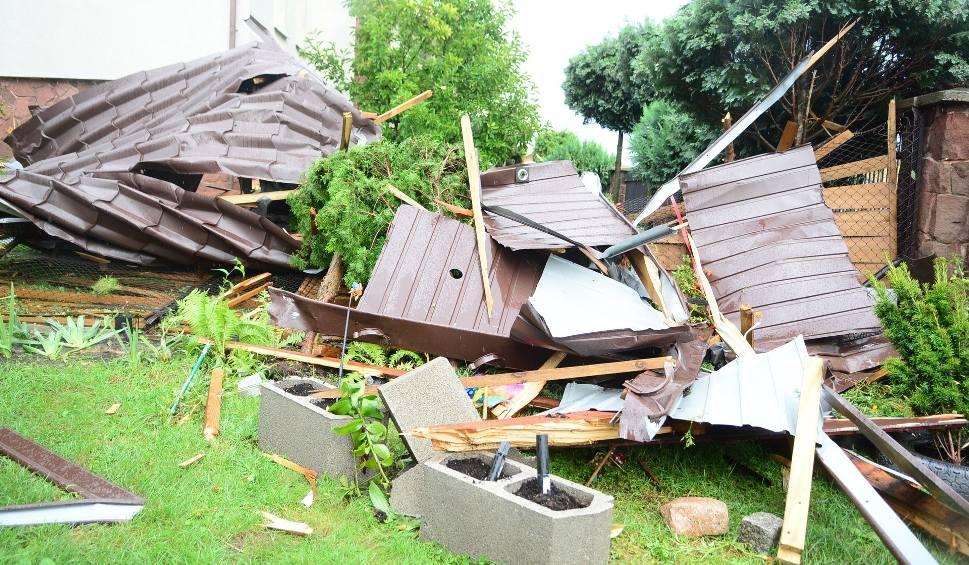 Film do artykułu: Burza nad Radomiem. Na ulicy Zakrzewskiej wiatr zerwał dach z domu