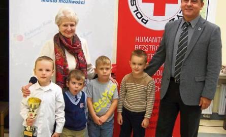 Dzieci przyjechały do magistratu by podsumować akcję.