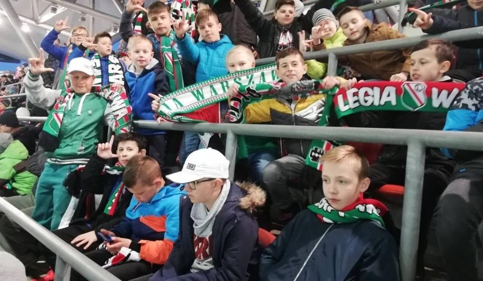 Film do artykułu: Uczniowie z Pionek byli na meczu  Legia Warszawa - Pogoń Szczecin