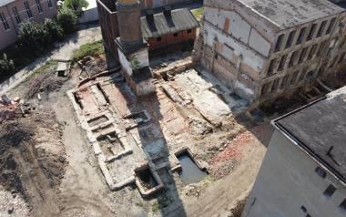 Sensacyjne znalezisko w Żarach. Odkopano pozostałości po starych zabudowaniach żarskiej fabryki