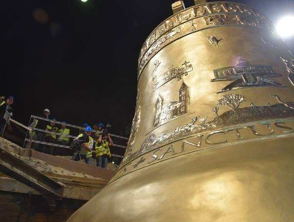 Waży 55 ton, jego średnica wynosi 4,5 metra, a wysokość 4 metry!  Gigant będzie rozbrzmiewać w ponad 100-metrowej wieży Sanktuarium Boga Ojca Przedwiecznego