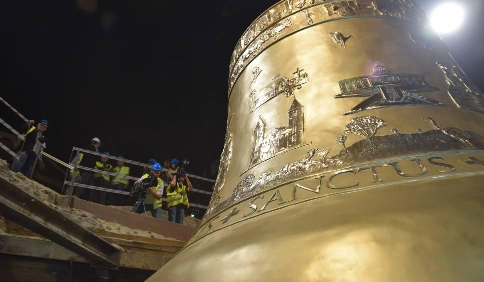 Film do artykułu: Największy dzwon świata powstał w Polsce. Vox Patris 5 razy większy od dzwonu Zygmunta!