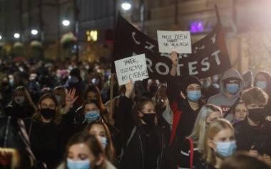 Tłumy w Rzeszowie na proteście przeciwko zaostrzeniu prawa aborcyjnego w Polsce