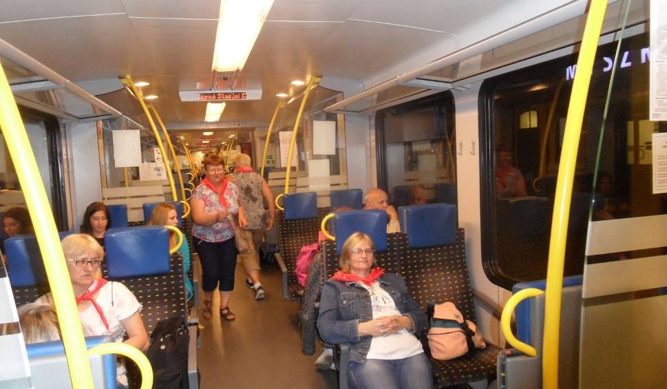 Film do artykułu: Papież w Częstochowie: Pielgrzymi przyjeżdżają pociągami [ZDJĘCIA]