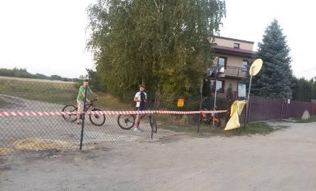 Nad Pogorią IV rowerzyści napotykają coraz więcej kłopotów