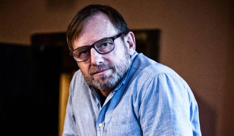 """Film do artykułu: Marek Cichucki. W """"Opowieściach o zwyczajnym szaleństwie"""" ludzie zwariowali"""
